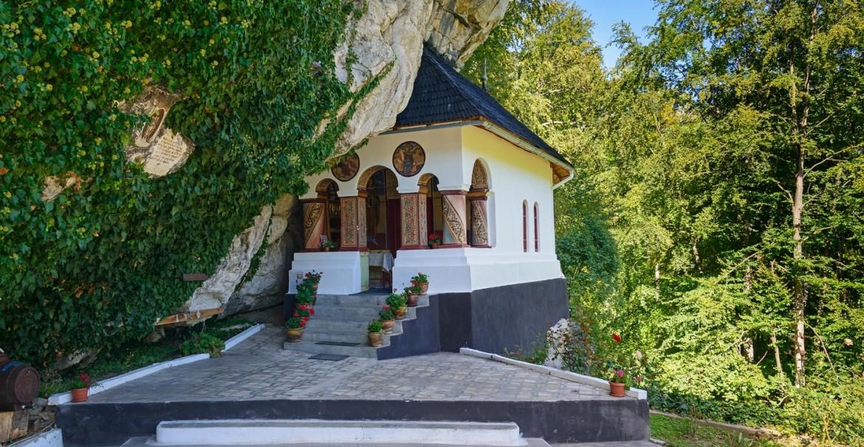 Biserica Sfintei Mănăstiri Pahomie